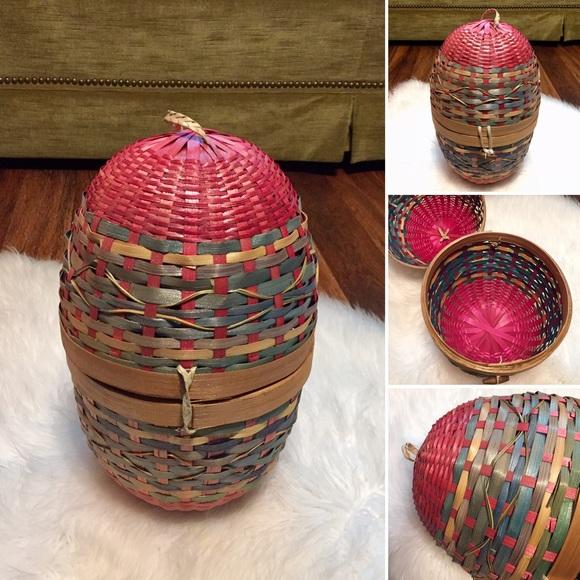 🦋2/$10 3/$15 4/$18 5/$20 Vintage Egg Basket